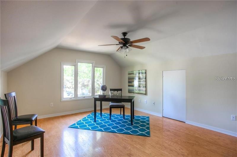 525 NE 11TH, ST PETERSBURG, FL, 33701