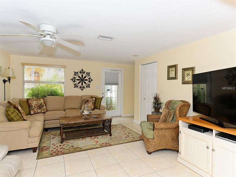 Photo of 726 Jungle Queen Way (A4196293) 10