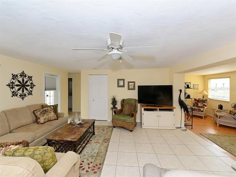 Photo of 726 Jungle Queen Way (A4196293) 12