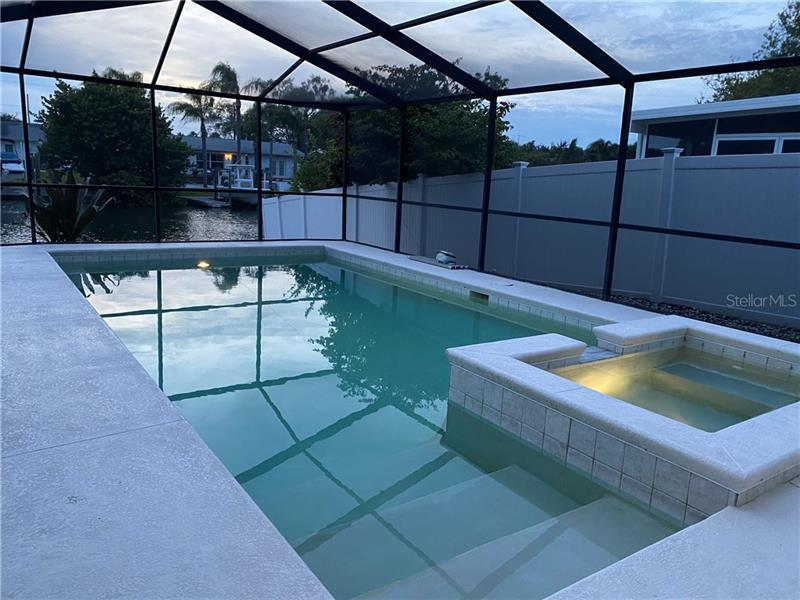 3916  FONTAINEBLEAU DR,  TAMPA, FL