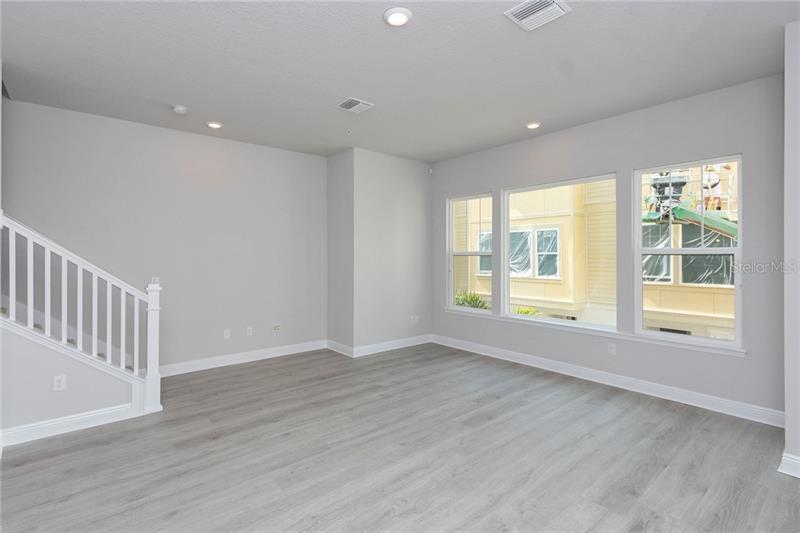823 N BURLINGTON, ST PETERSBURG, FL, 33701